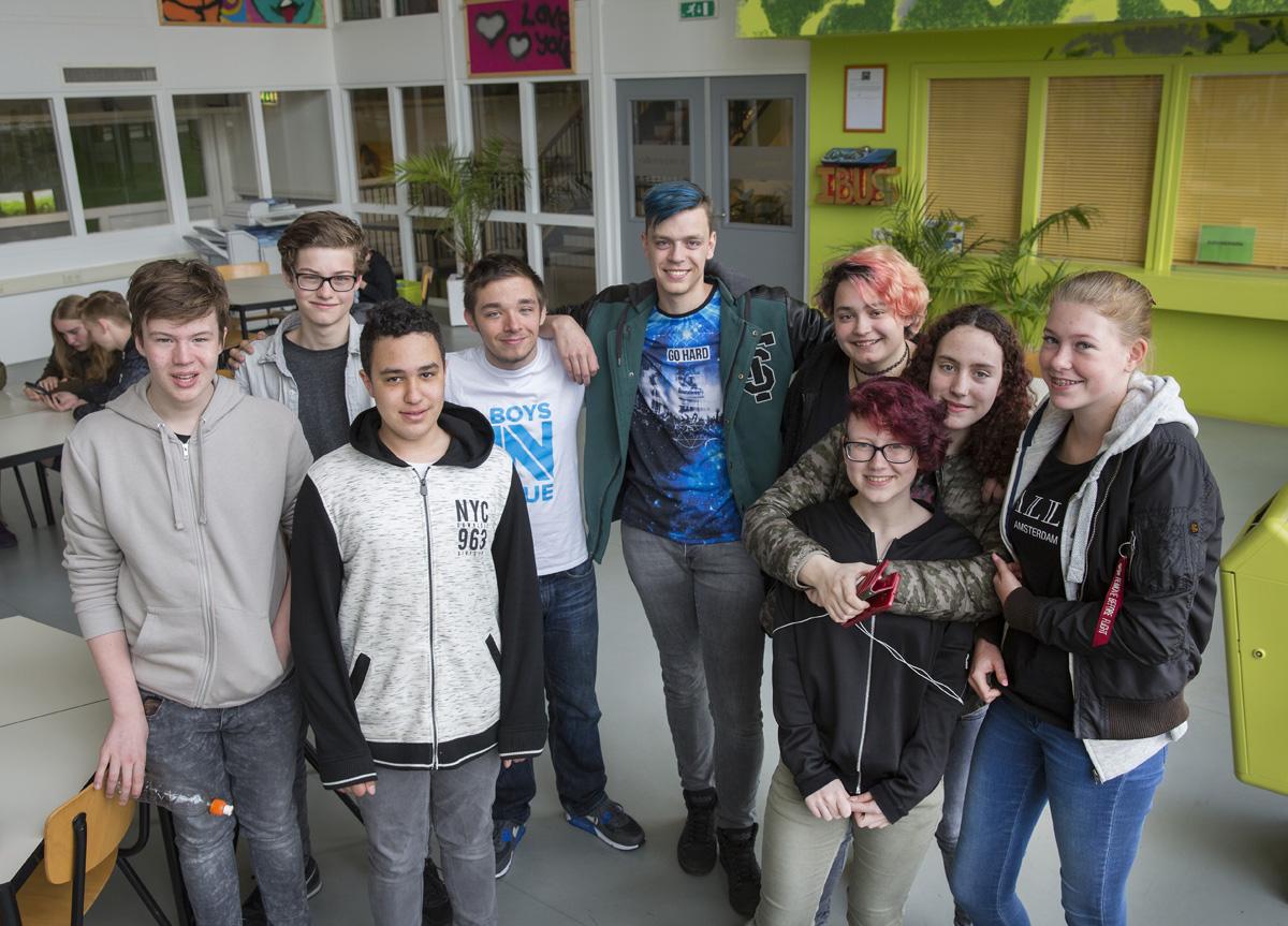 groepje leerlingen aula